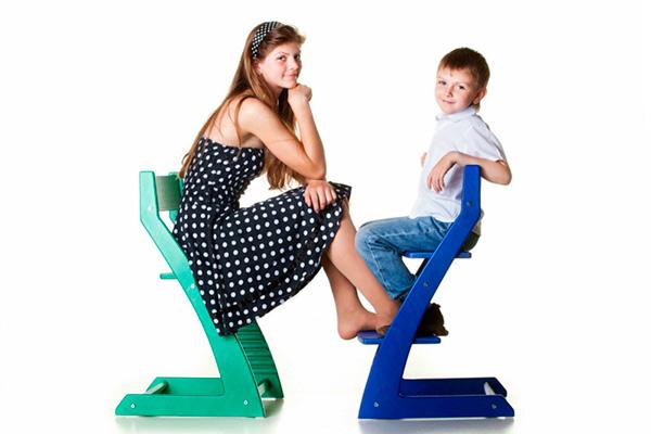 Дети на ортопедических стульях