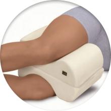 Чем хороша ортопедическая подушка под ноги - фото