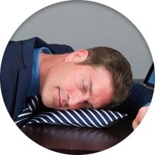 Подушка для сна в офисе - фото
