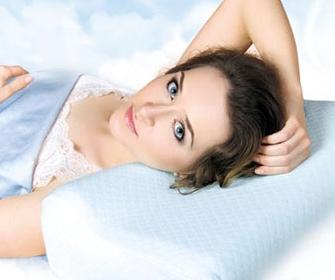 Как правильно выбрать ортопедическую подушку для сна - фото