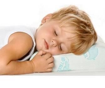 Как выбрать ортопедическую подушку для ребенка - фото