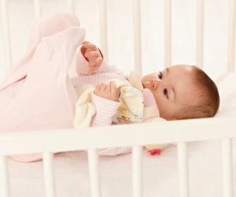 Какой матрас выбрать для новорожденного в кроватку - фото