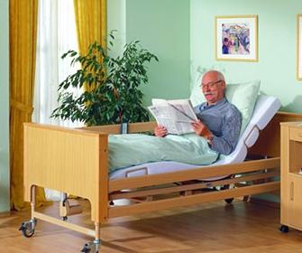 Медицинские кровати для лежачих больных - фото